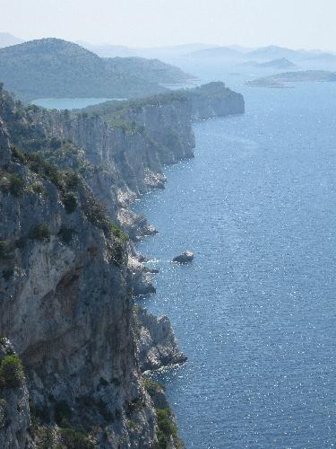 Limestone Cliffs on the west coast of Dugi Otok © Ricky Yates