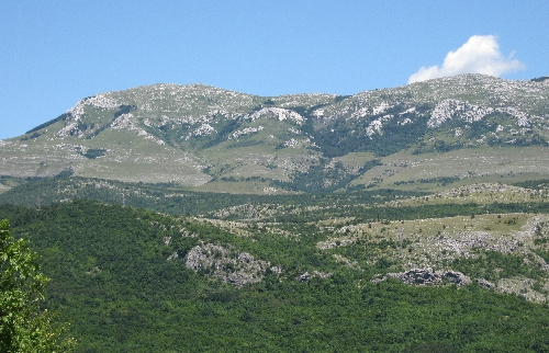 Moutainous scenery west of Knin © Ricky Yates