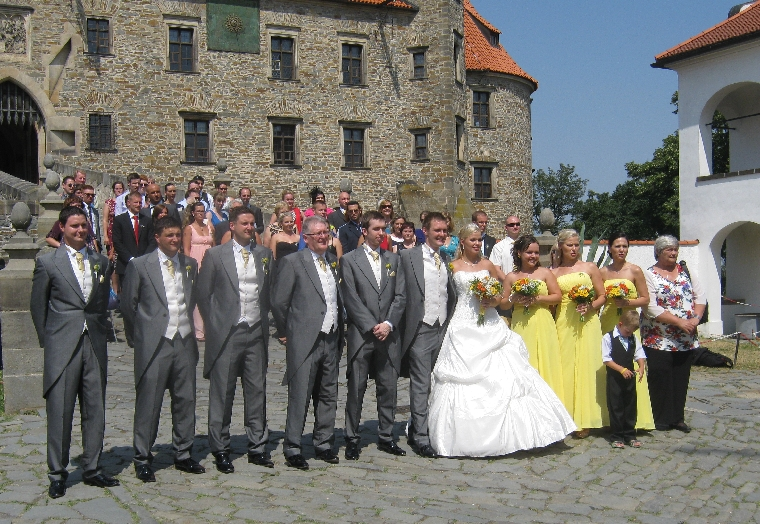 The wedding party in front of Bouzov Castle © Ricky Yates