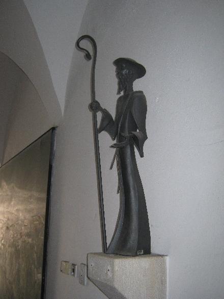 Modern metal sculpture of St. James © Ricky Yates