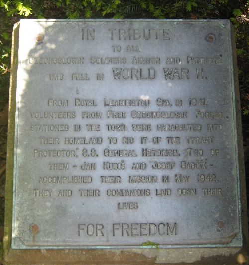 Memorial plaque © Ricky Yates