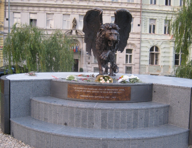 The 'Winged Lion' monument © Ricky Yates