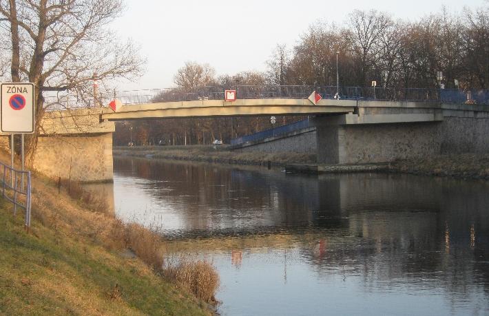 Bridge over the Vltava navigation channel © Ricky Yates
