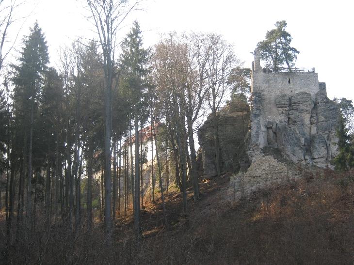 Hrad Valdštejn/Valdštejn Castle from below © Ricky Yates