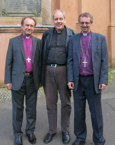 In a 'purple sandwich' between my Czech Old Catholic Bishop Dušan Hejbal and my Anglican Diocesan Bishop Robert Innes © Ricky Yates