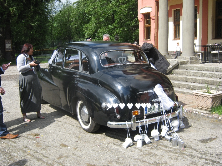Wedding car, suitably decorated © Ricky Yates