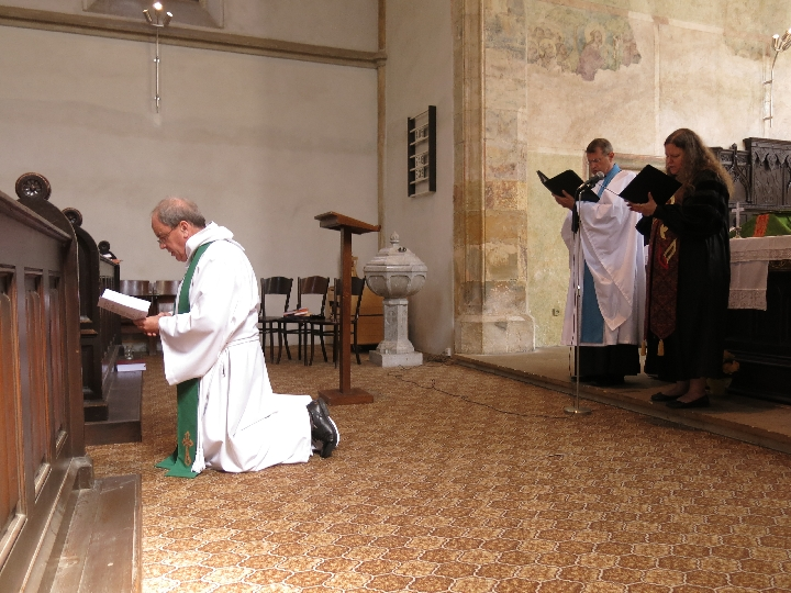 Renewing my ordination vows © Sybille Yates