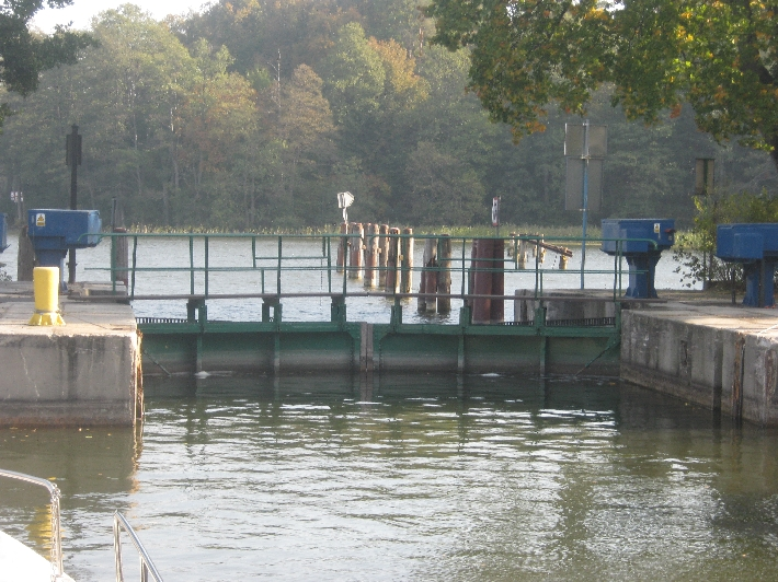 Waiting for water levels to equalize and the lock gates to open  © Ricky Yates
