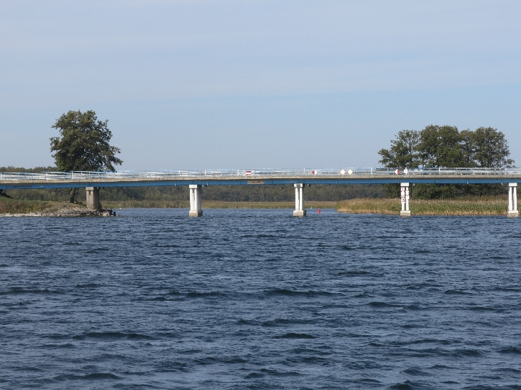 Bridge over the navigation channel between Lake Dargin & Lake Mamry © Sybille Yates