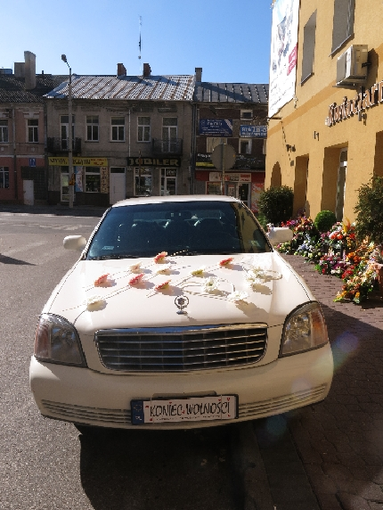 Decorated Wedding Car in Zambrów © Sybille Yates