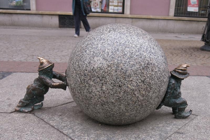 Wroclaw dwarfs pushing a heavy ball © Sybille Yates