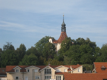 Kaple Nalezeni sv Križe as seen from Penzion v Polích © Ricky Yates
