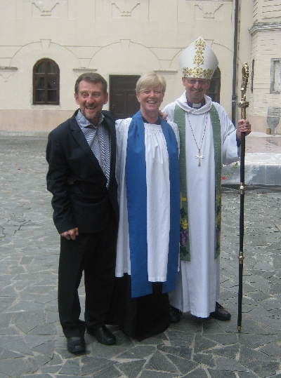 Danijel & Janet Berkovic with Bishop Robert © Ricky Yates