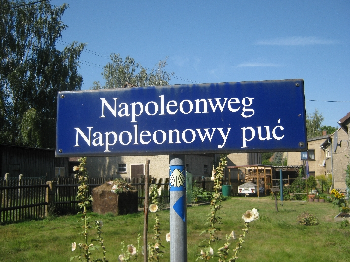Street name in German & Upper Sorbian with waymark for the Pilgerweg © Ricky Yates