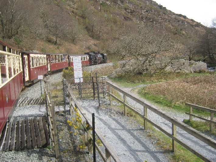 Heading back towards Porthmadog © Ricky Yates
